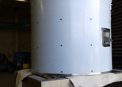 Injectie PU schuim dubbelwandig buffervat. Gespoten polyurethaan wordt via de injectiegaten in de mantel van het metalen buffervat gespoten. Perfecte isolatie, geen waterabsorptie, geen condens.