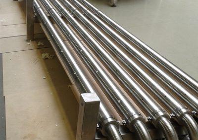Injectie PU schuim in dubbelwandige inox metalen leiding. Efficiënt voor warmte isolatie en koude isolatie.