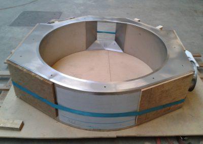 Injectie PU schuim in een industrieel object, onderdeel van een thermische installatie.