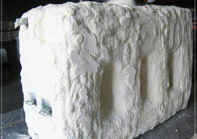 Thermische isolatie watertank. Projectie van een laag PU schuim op de buitenzijde watertank. Perfecte isolatie, geen waterabsorptie.